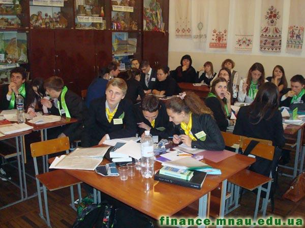 Фінальний етап IX Всеукраїнського учнівського турніру юних економістів. Фото 2.
